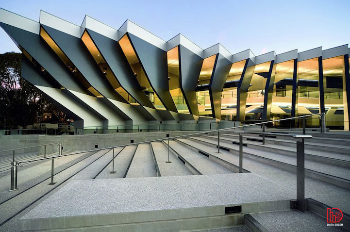 بررسی فرم معماری